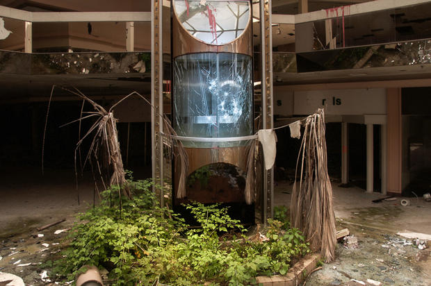 Shadows Eerie Photos Of Abandoned Malls Pictures Cbs