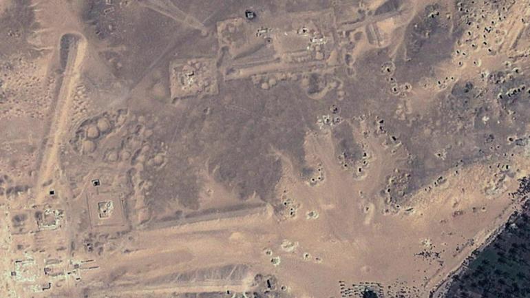 looting-pits-black-circles.jpg