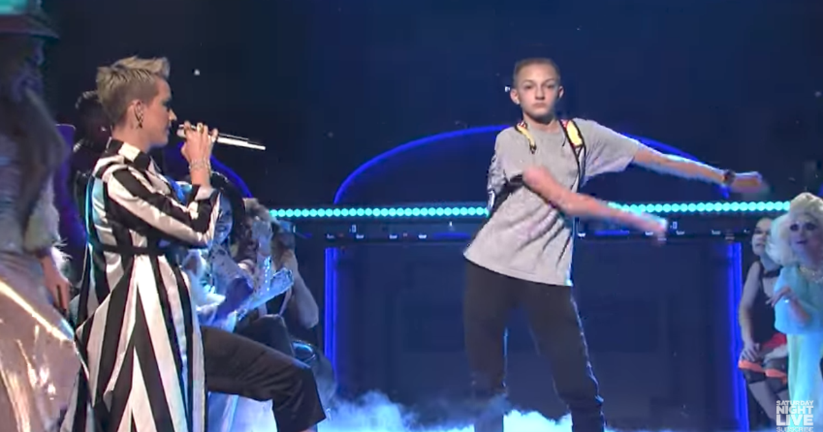 Backpack Kid Steals The Show On Saturday Night Live With Katy Perry Cbs News