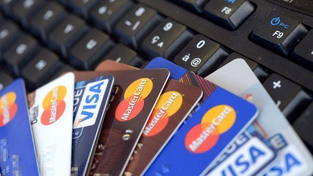 credit-cards-1325117-640x360.jpg