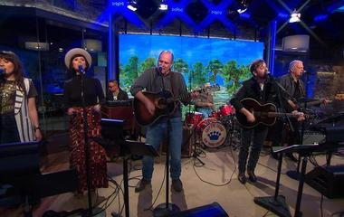 """Saturday Sessions: Dan Auerbach performs """"Waiting On A Song"""""""