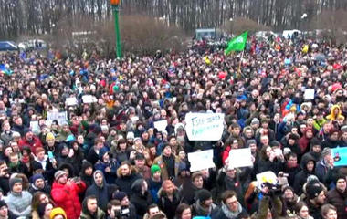 Anti-Putin protesters stage demonstrations throughout Russia