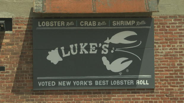 lukes-lobster-roll.jpg