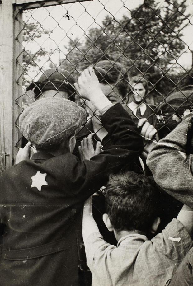 lodz-ghetto-06-the-prison-at-czarnecki-street-a-rallying-point-before-deportation-henryk-ross.jpg