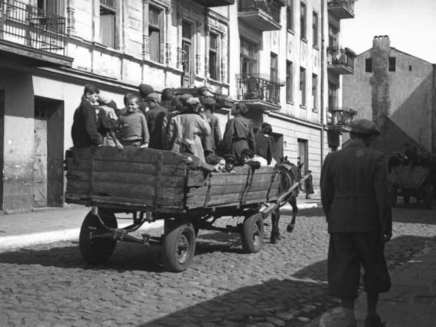 lodz-ghetto-04-children-transported-to-the-chelmo-nad-nerem-death-camp-henryk-ross.jpg