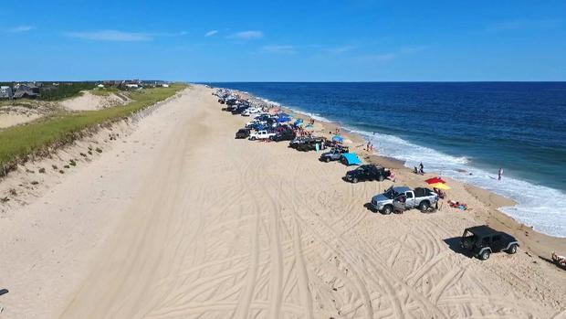 ctm-0802-hamptons-beach-trucks-2.jpg