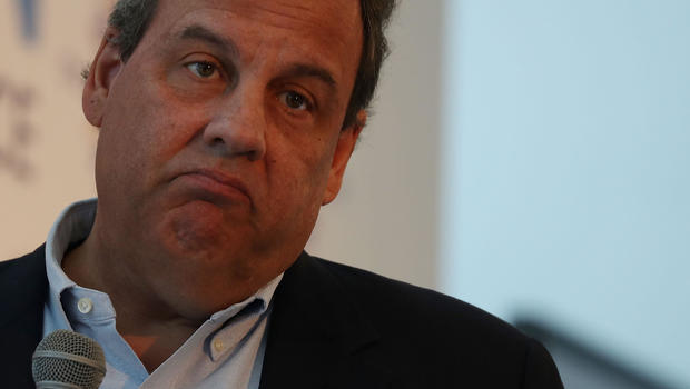 Chris Christie stops at Newark Airport to leave the security check