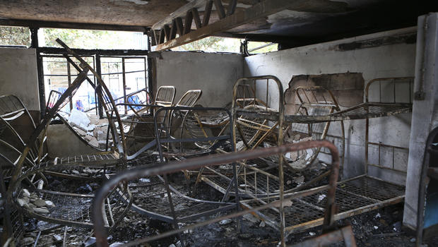 7 girls die in blaze at kenya dormitory official says for Metallic farben fa r die wand