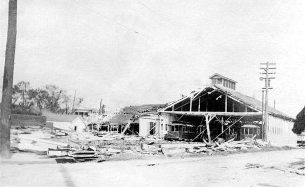 1915-hurricane-carbarn01.jpg