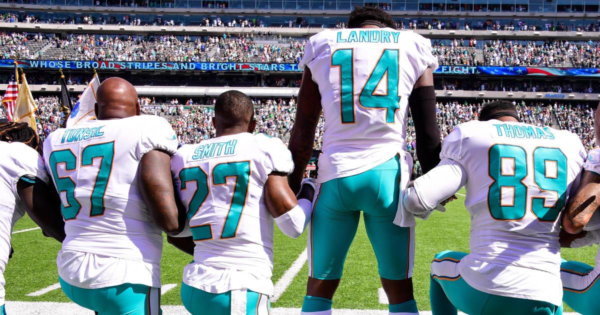 e30d1b675 NFL players kneel