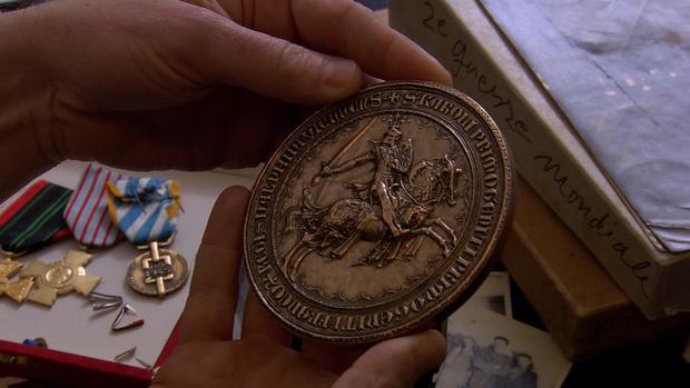 forger-adolfo-kaminsky-medals-4.jpg