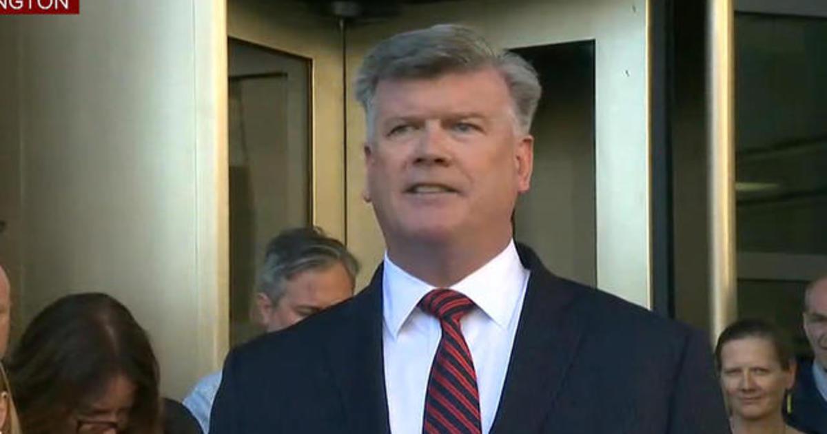 """Paul Manafort's attorney calls indictment """"ridiculous ..."""