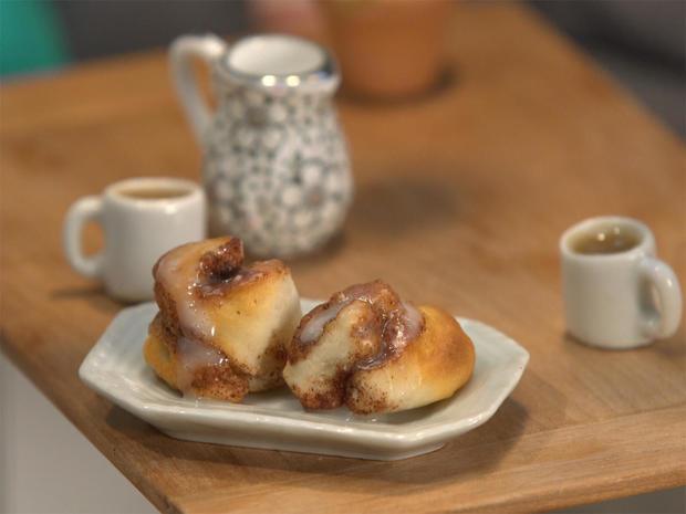 tiny-food-cinnamon-roll.jpg