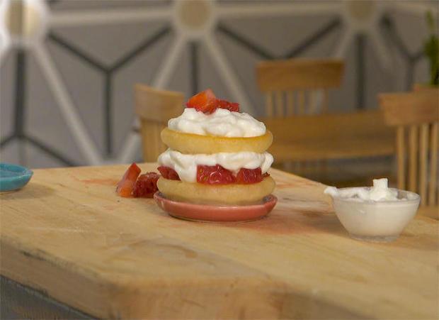 tiny-food-strawberry-shortcake.jpg