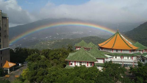 'Record-breaking' rainbow seen in Taiwan for nine hours