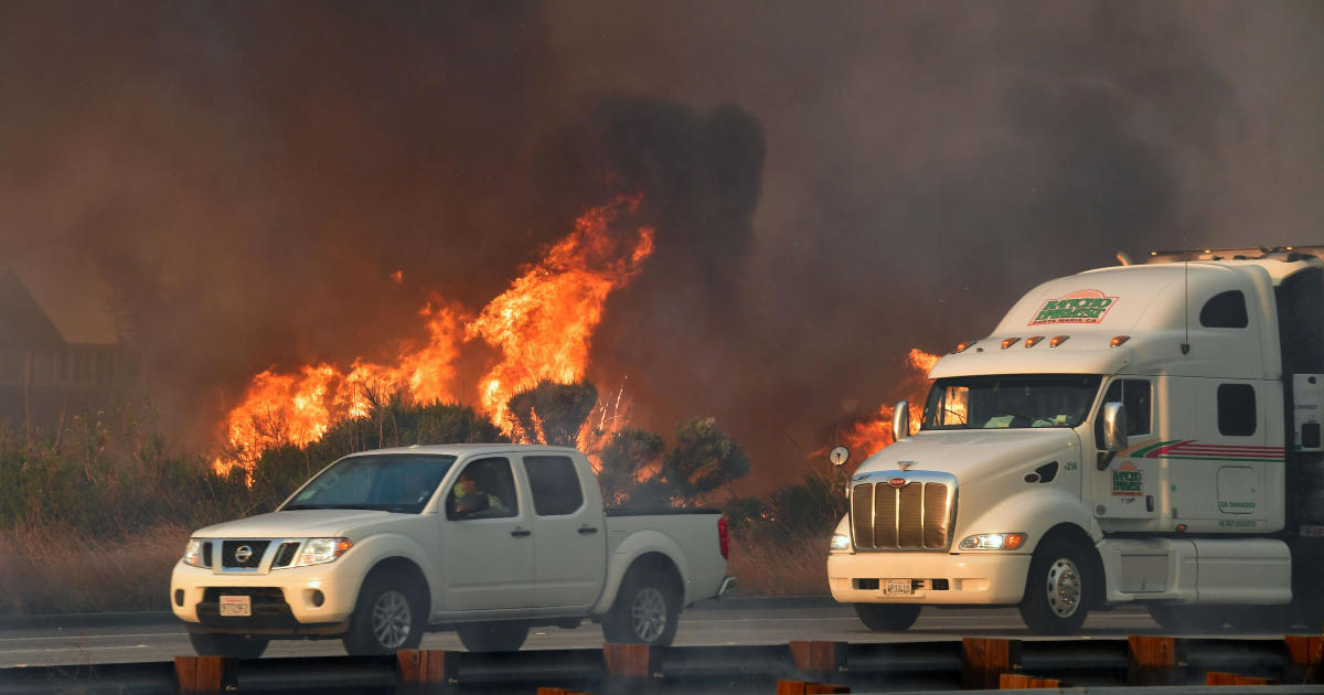 Skirball Fire Update >> California fires updates: Latest news on wildfires raging in Los Angeles, Ventura County as ...