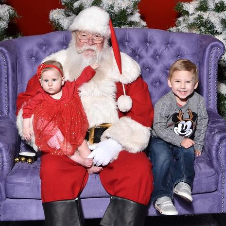 Awkward mall Santa photos