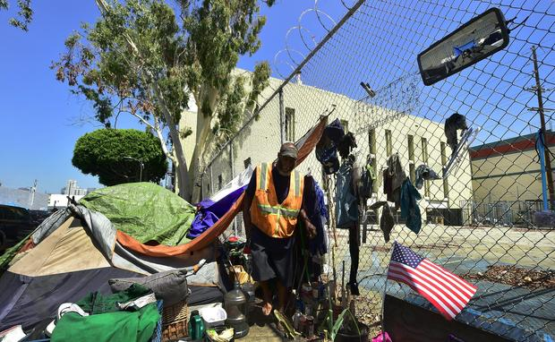 DOUNIAMAG-US-HOMELESSNESS-CALIFORNIA-VETERANS