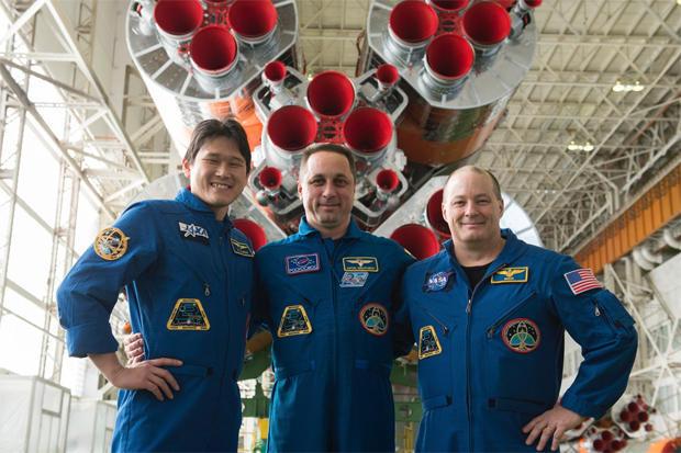 121217-ms07-crew-rocket.jpg