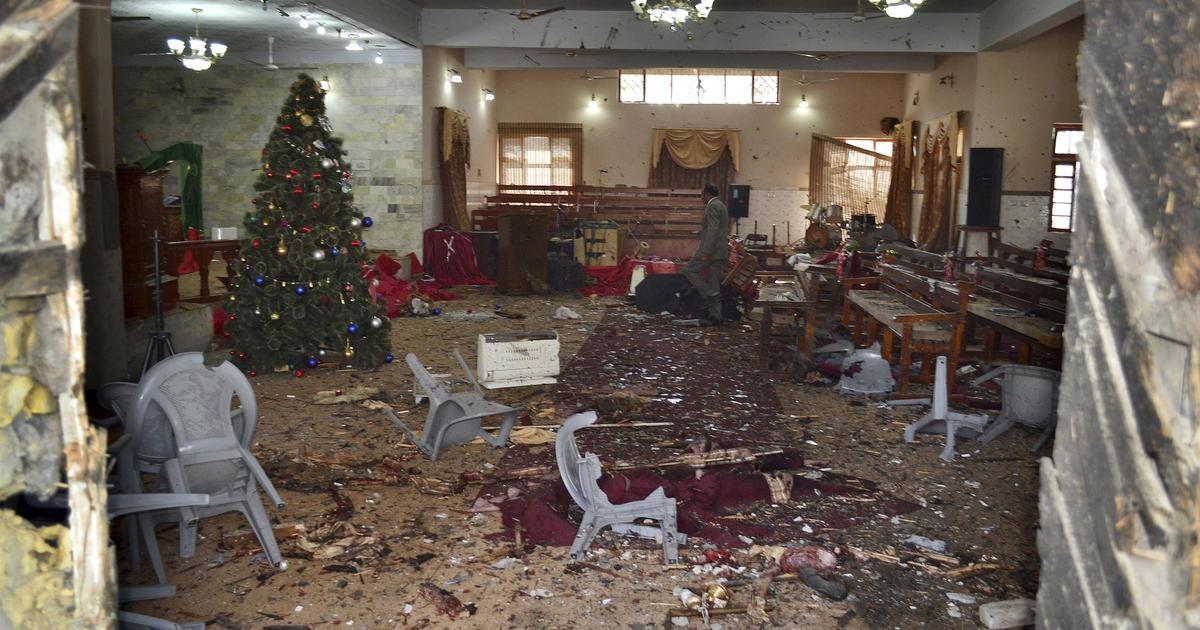 Suicide bombers attack Pakistan church, killing 9