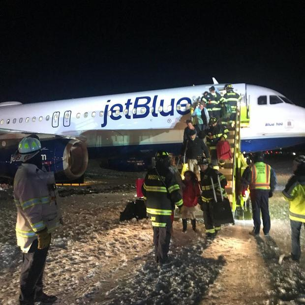 boston-taxiway-plane-2017-12-25.jpg
