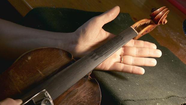 italian-luthier-fashions-a-violin-620.jpg