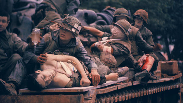 battle-of-hue-tet-offensive-wounded-on-tank-john-olson-620.jpg