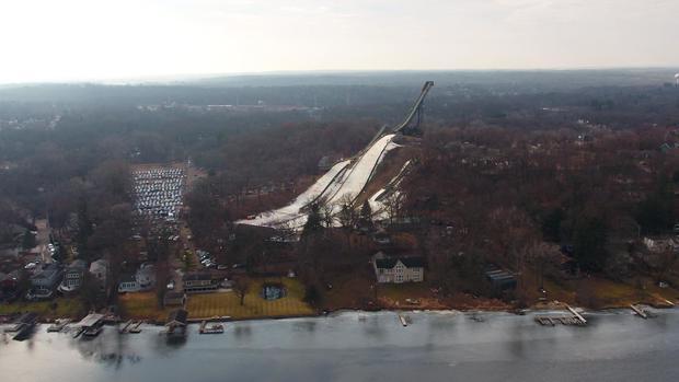 d3-reynolds-skiers-en-020118-transfer.jpg