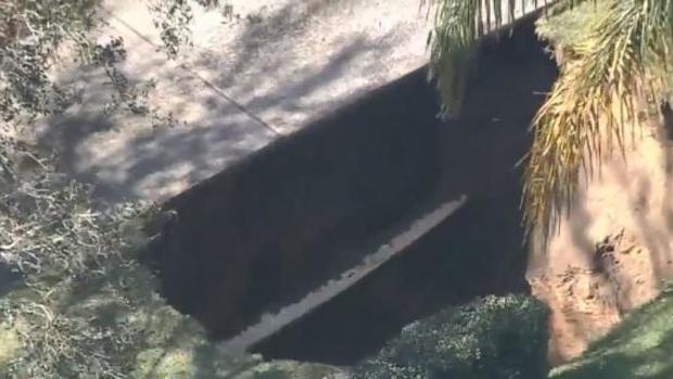 Large Sinkholes Threatening Homes In Florida Cbs News