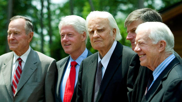 Former Presidents George H.W. Bush, left; Bill Clinton, second left; and Jimmy Carter, right, pose with evangelist Billy Graham and his son Franklin Graham, second right, before the Billy Graham Library dedication on the campus of the Billy Graham Evangelistic Association in Charlotte, North Carolina, May 31, 2007.