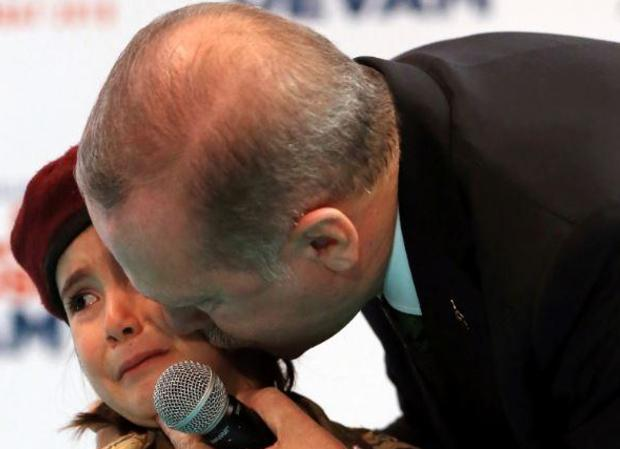 erdogan-girl-ap-18058388353988.jpg