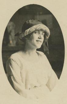 tarsila-portrait-c-1921-244.jpg