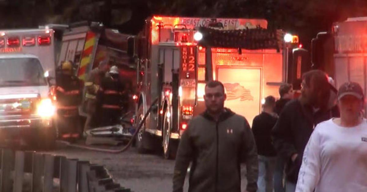 West Virginia crash leaves 2 people dead - CBS News