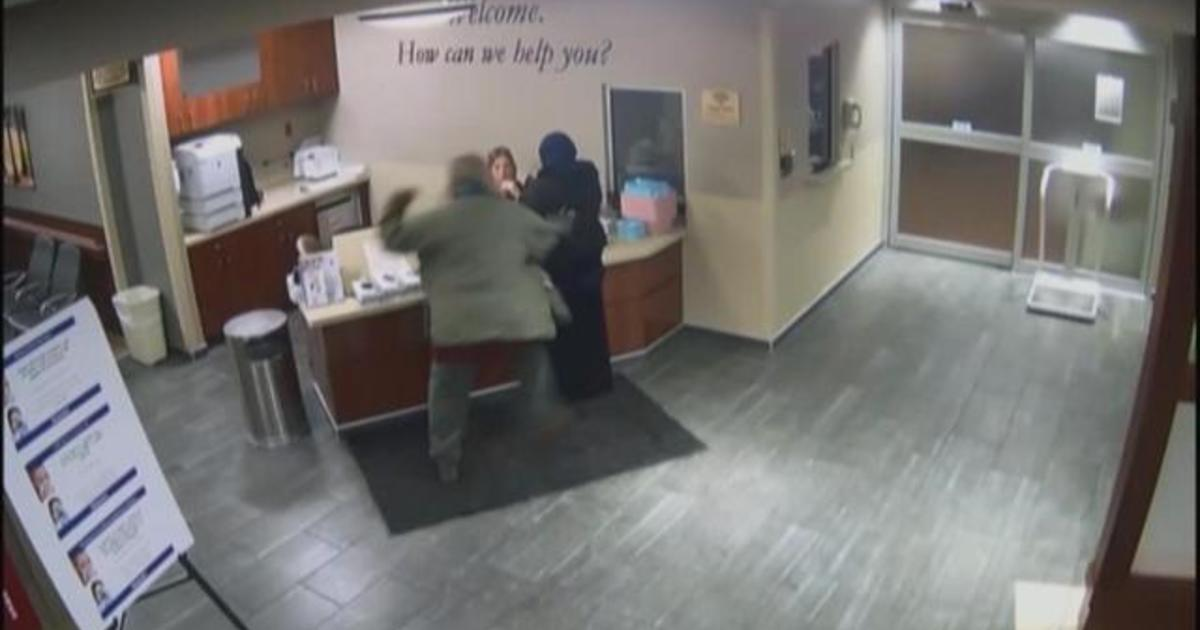 Video shows man attacking 19-year-old at Detroit hospital - CBS News
