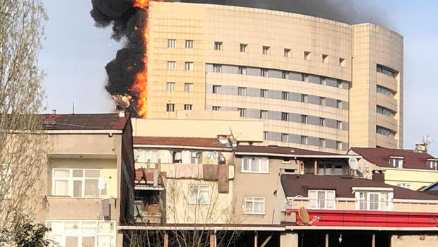 Multi-Storey Hospital Catches Fire in Istanbul (VIDEOS, PHOTOS)