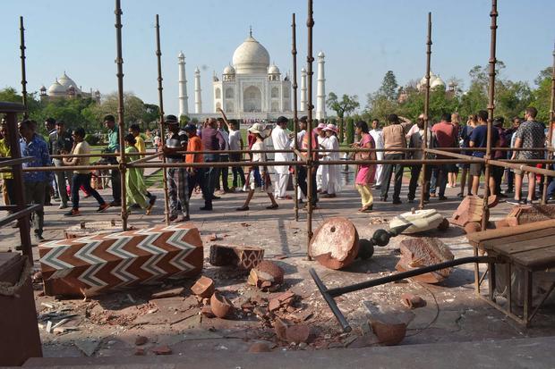 INDIA-WEATHER-HERITAGE-TAJ