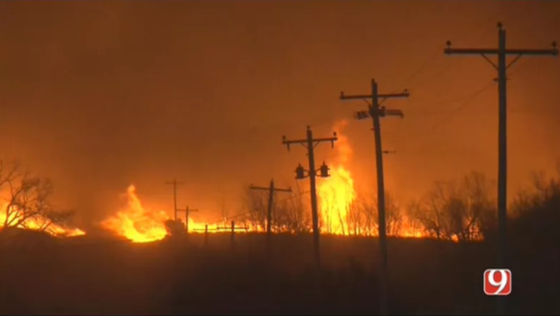 Oklahoma wildfires force thousands to evacuate