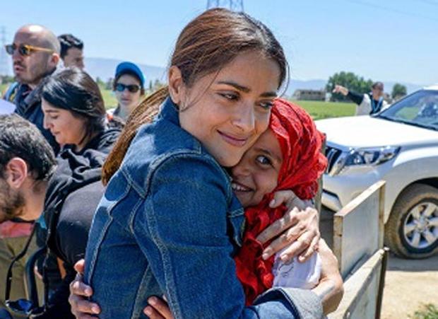 salma-hayek-during-a-2015-trip-to-lebanon-where-she-visited-with-syrian-refugee-children-sebastian-rich-unicef.jpg