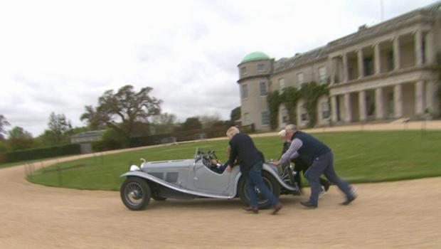 britain-today-duke-of-richmond-1934-ac-roadster-gets-a-push-620.jpg