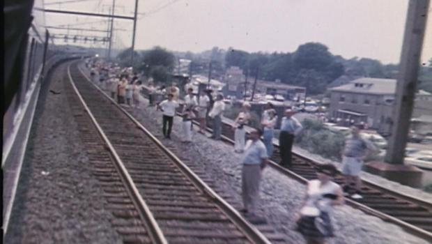 robert-f-kennedy-funeral-train-mourners-620.jpg