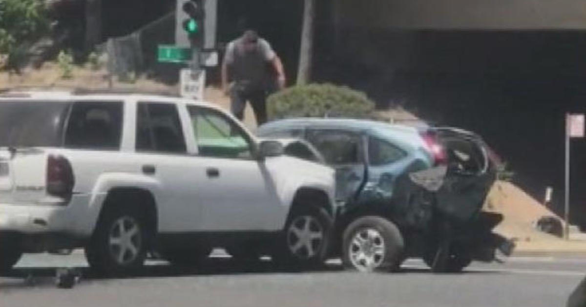 Man repeatedly rams SUV, jumps on roof in bizarre road rage incident