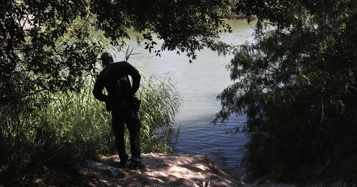 1 dead, 3 missing after raft carrying migrants overturns in Rio Grande