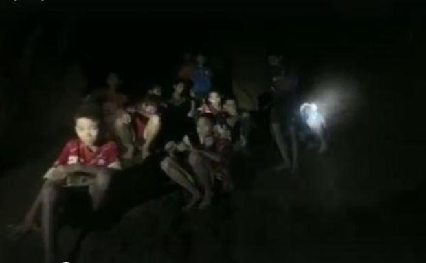 thai-soccer-team-in-cave.jpg