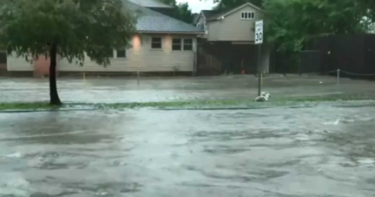 Heavy rains cause Fourth of July flooding in Houston - CBS ...