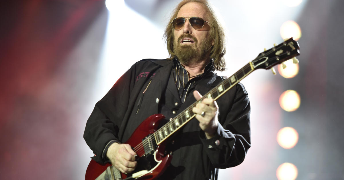 "Tom Petty: Late singer's family issues cease and desist after Trump plays ""I Won't Back Down"" at Tulsa rally - CBS News thumbnail"