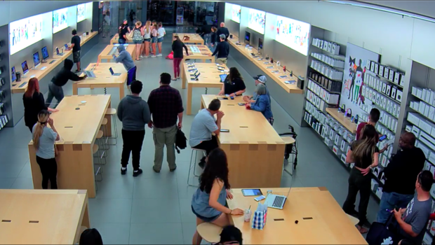 Thieves steal from Apple Store in seconds