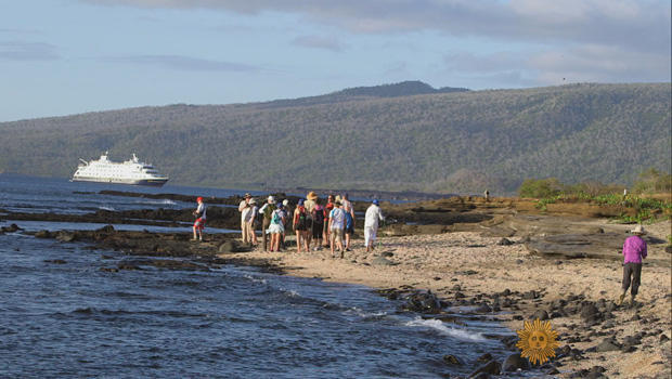 galapagos-islands-tourists-on-the-beach-620.jpg
