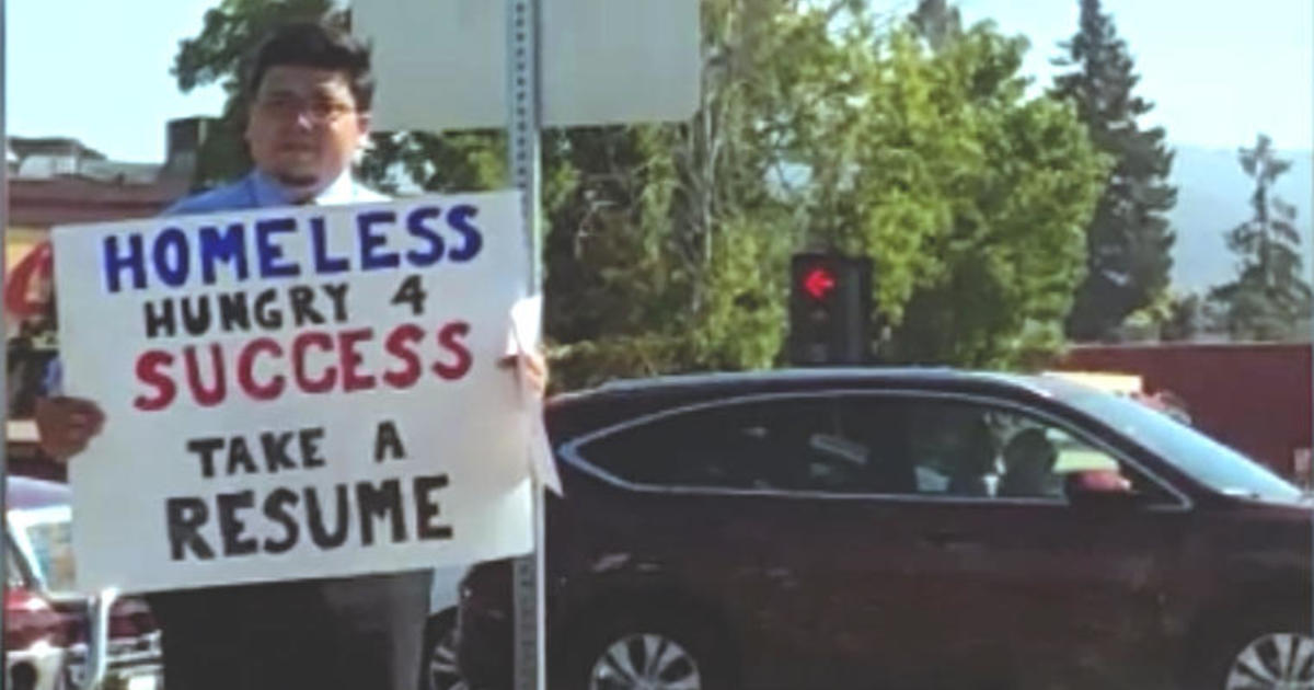 homeless hungry 4 success man hands out resumes gets hundreds of
