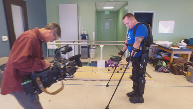filming-robotic-exoskeleton-in-use-at-clinic-620.jpg