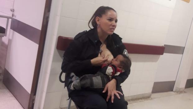 buenos aires, in ospedale la poliziotta allatta il bimbo di una donna arrestata